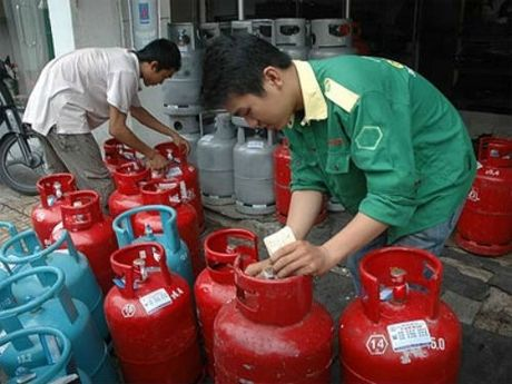 Hon 700 doanh nghiep kien nghi boi thuong neu ha tieu chuan kinh doanh gas - Anh 1
