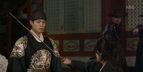 Phim May Hoa Anh Trang tap 16: Thai tu Lee Young bi ep phai giet Ra On - Anh 9