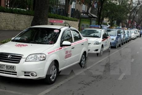Xung quanh viec thu hoi gan 500 phu hieu xe taxi - Anh 1