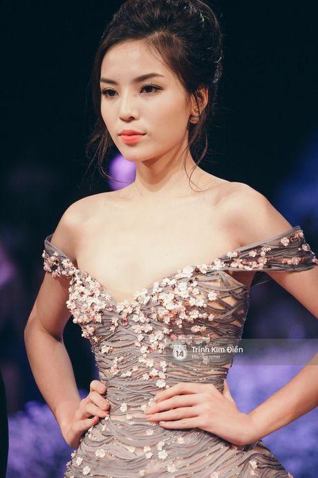 Chang can hoc qua lop nao, Ky Duyen van catwalk dieu nghe nhu sieu mau - Anh 7
