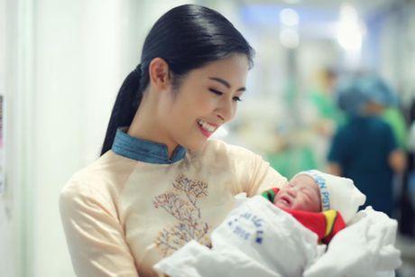 Hong Que sinh con gai dau long tai Ha Noi - Anh 1
