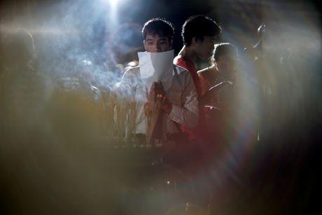Thai Lan cau nguyen cho suc khoe quoc vuong - Anh 3