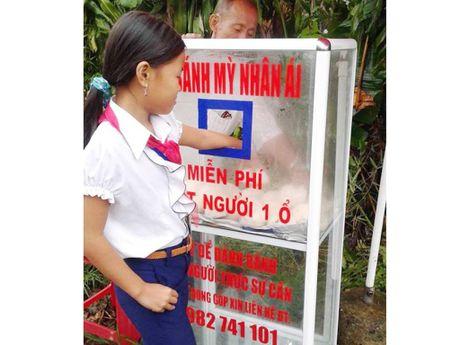 Banh mi mien phi Sai Gon lan den lang que - Anh 1