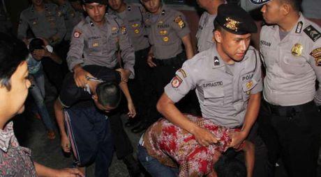 Indonesia thong qua luat 'hoan' toi pham au dam - Anh 1