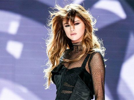 Selena Gomez phai dieu tri roi loan cam xuc - Anh 1