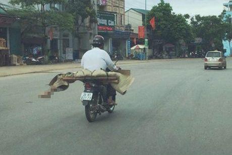 Khat vong cua gia dinh be gai vu cho thi the bang xe may - Anh 2