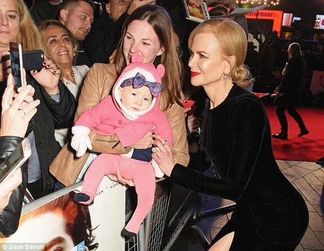 Nicole Kidman boi roi vi dien vay xe sau - Anh 5