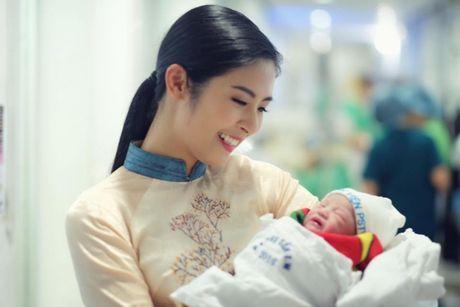 Chan dai Hong Que sinh con gai dau long - Anh 1
