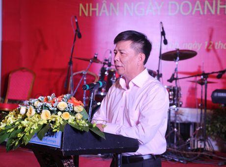Chu tich UBND tinh Quang Binh chuc mung doanh nghiep, doanh nhan tren dia ban - Anh 1