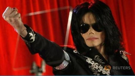 Michael Jackson dan dau thu nhap cua cac sao sau khi qua doi - Anh 1