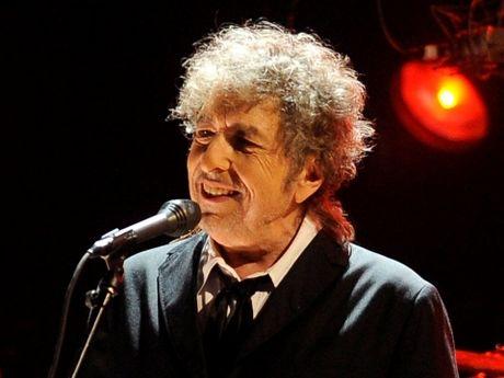 Bob Dylan dung can sa dua The Beatles 'vao doi', tung bi bat vi lang thang duoi mua - Anh 2