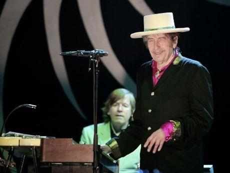 Day la ly do Bob Dylan doat giai Nobel: suc manh cua ca tu phan chien - Anh 1