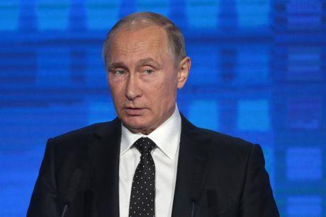 Dai chien the gioi bung no, Tong thong Putin lenh cho quan chuc Nga dua nguoi than ve nuoc? - Anh 1