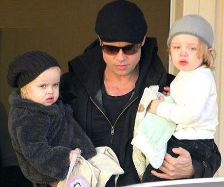 Cha con Brad Pitt bat khoc khi doan tu, cac con hoi bao gio duoc ve mai am cung cha - Anh 1