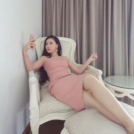 MC Minh Ha van song binh than, an nhien sau scandal la ke thu ba - Anh 11