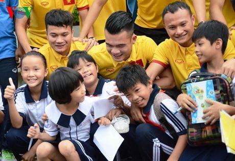 DT Viet Nam den tham lang tre SOS truoc ngay sang Han Quoc - Anh 9