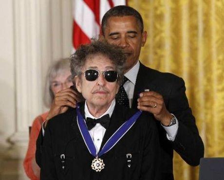 Bob Dylan gianh giai Nobel Van hoc: Nha van Viet 'sung so' - Anh 3