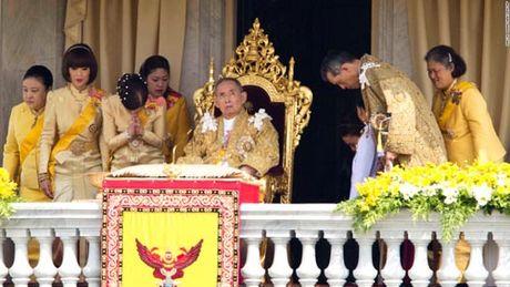 Vi sao tuong linh phai quy phuc truoc vua Thai Lan? - Anh 4