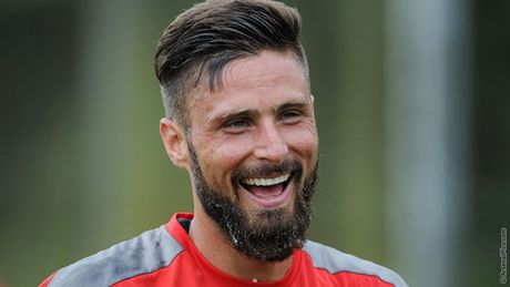'Giroud cung cap cho Arsenal nhieu phuong an' - Anh 1