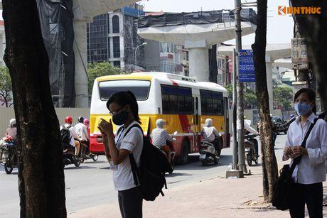 Xe bus 'du' dai nao Ha Noi thach thuc luc luong chuc nang - Anh 2