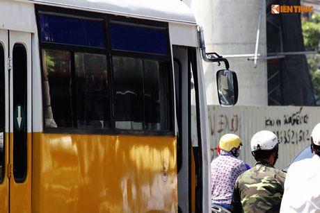 Xe bus 'du' dai nao Ha Noi thach thuc luc luong chuc nang - Anh 3