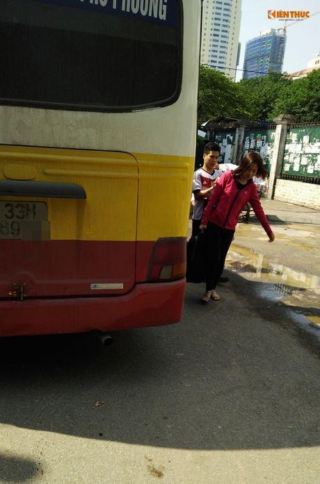 Xe bus 'du' dai nao Ha Noi thach thuc luc luong chuc nang - Anh 5