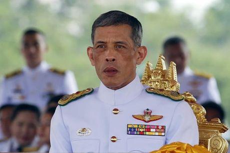 Nha vua bang ha, Thai Lan chuyen giao quyen luc the nao? - Anh 2