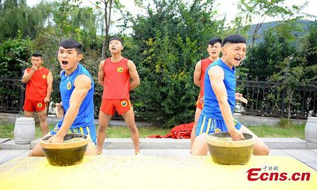 Canh kho luyen cua vo sinh Thieu Lam o Trung Quoc - Anh 2