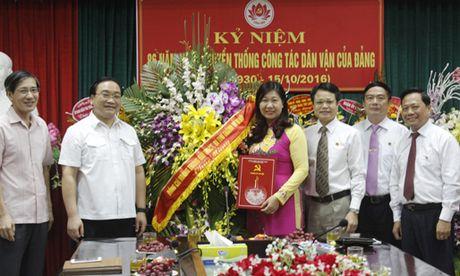 Chuc mung cac Ban Dang Thanh uy nhan ngay truyen thong - Anh 1