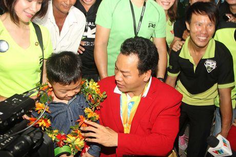 Nguoi hung Paralympic Le Van Cong: 'Mien phi bay van chua dam mo du lich xa' - Anh 1