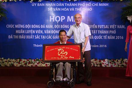 Nguoi hung Paralympic Le Van Cong: 'Mien phi bay van chua dam mo du lich xa' - Anh 2