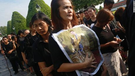 Linh cuu Quoc vuong Thai Lan duoc dua ve cung dien - Anh 3
