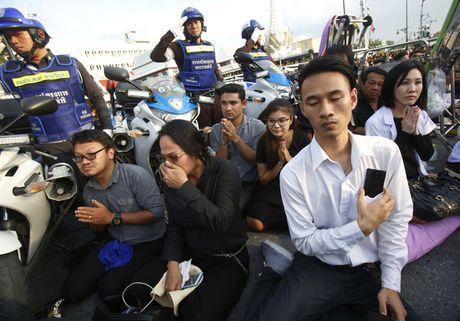 "Linh cuu Quoc vuong Thai Lan ve den ""nha"" - Anh 11"