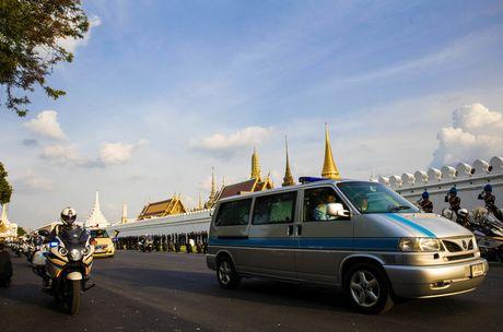 "Linh cuu Quoc vuong Thai Lan ve den ""nha"" - Anh 2"