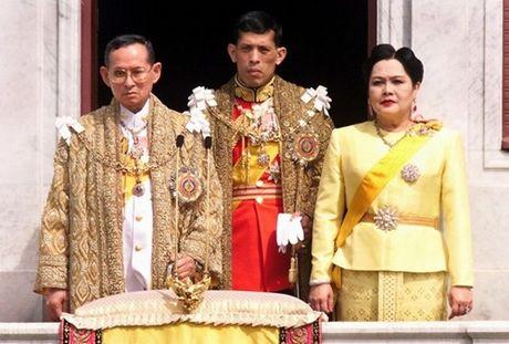 Vua Thai Lan qua doi, Thai tu Maha Vajiralongkorn se ke vi cha - Anh 1