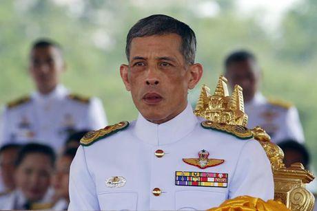 Vua Thai Lan qua doi, Thai tu Maha Vajiralongkorn se ke vi cha - Anh 2