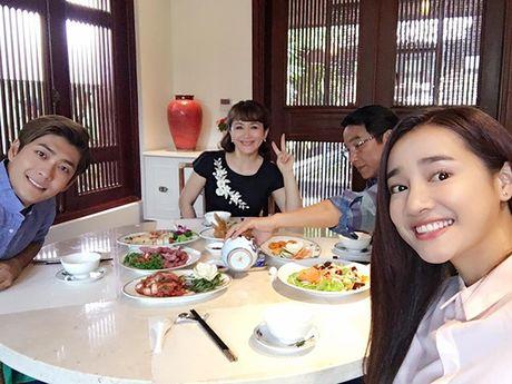 Sao Viet 14/10: Hari Won tuoi tan sau mo ruot thua, Toc Tien cam lech - Anh 8