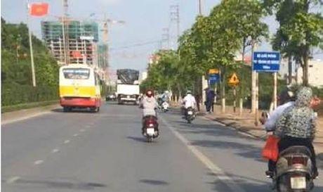 Chu tich Nguyen Duc Chung chi dao lam ro tinh trang xe buyt 'du' - Anh 1
