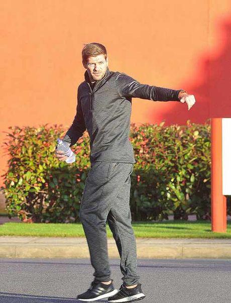 Gerrard dot ngot ve Liverpool, tham muu dau MU - Anh 3