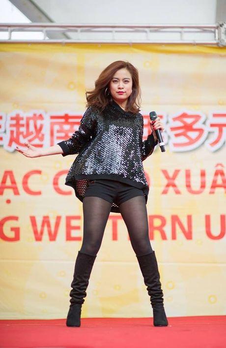 Hoang Thuy Linh: Tu hotgirl clip nong thanh my nhan dat gia nhat showbiz Viet - Anh 5