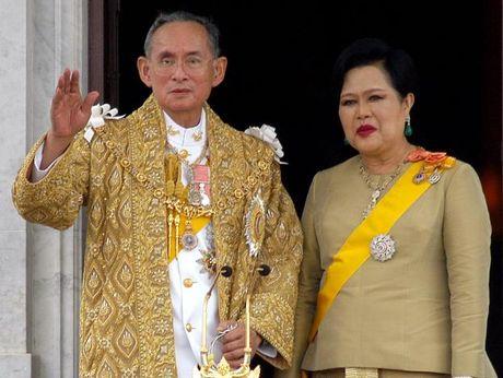 Vi vua tri vi lau nhat the gioi Bhumibol Adulyadej bang ha - Anh 1