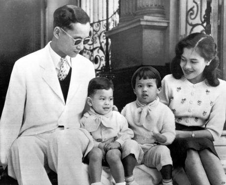Tieu su Vua Thai Lan Bhumibol Adulyadej - Anh 2