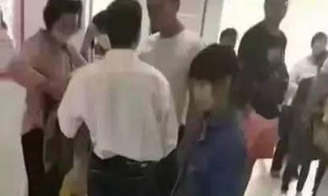 Vu 'be gai 12 tuoi mang thai o Trung Quoc': Nan nhan noi gi? - Anh 1