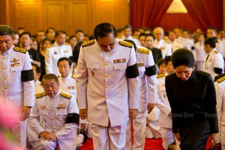 Hang van nguoi dan Thai Lan don linh cuu nha vua ve cung dien - Anh 11