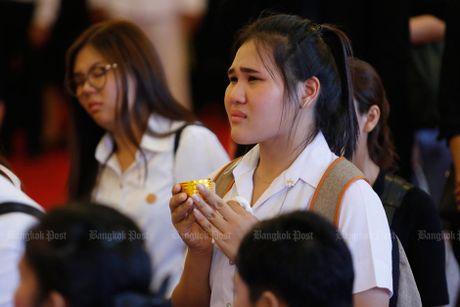 Hang van nguoi dan Thai Lan don linh cuu nha vua ve cung dien - Anh 12