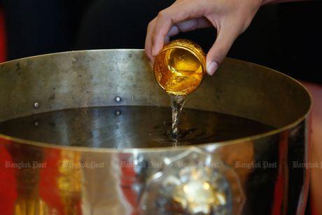 Hang van nguoi dan Thai Lan don linh cuu nha vua ve cung dien - Anh 16