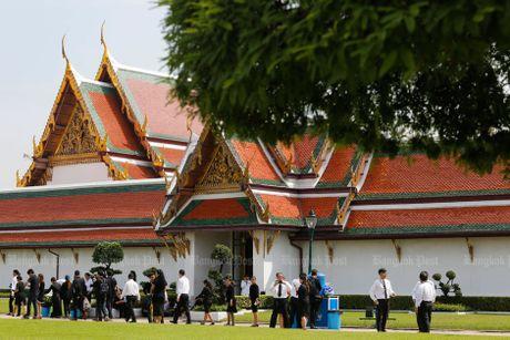 Hang van nguoi dan Thai Lan don linh cuu nha vua ve cung dien - Anh 2