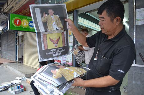 Hang van nguoi dan Thai Lan don linh cuu nha vua ve cung dien - Anh 6