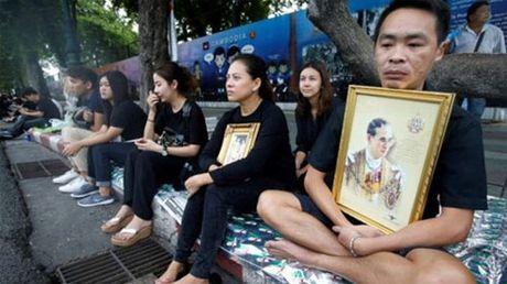 Dan Thai Lan thuong tiec nha vua vua bang ha - Anh 3