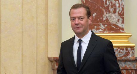 Ong Medvedev tuyen bo Nga khong the cho phep minh song trong no nan - Anh 1